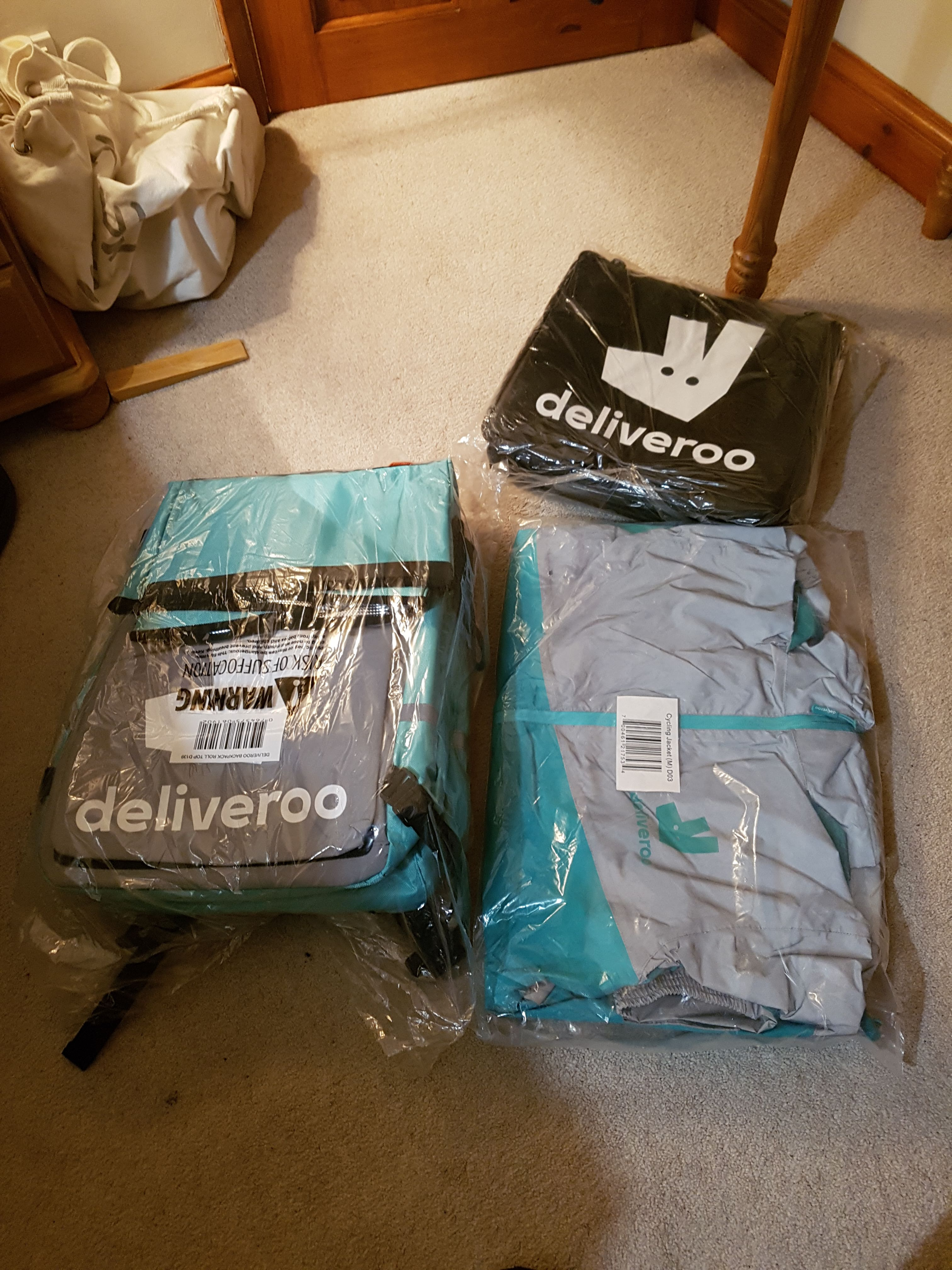 deliveroo-rider-jacket-bag